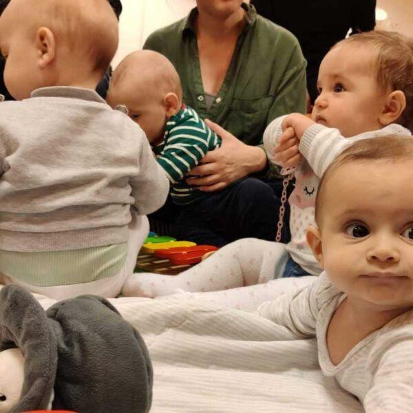 tanti bebè insieme