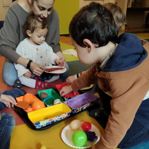 gioco con forme e colori per bambini 2-3 anni