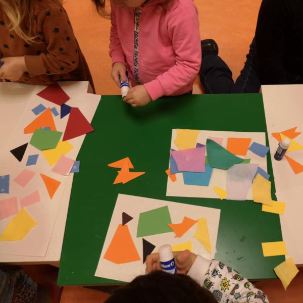 giochi di creatività con la carta colorata